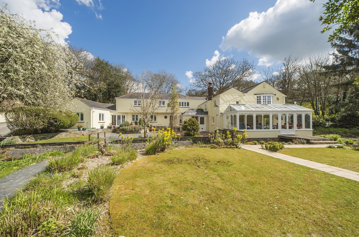 Pipers Barn, a beautiful home in south Cornwall recently sold by Shore Partnership estate agents